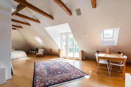 Spacious attic studio close to Stockholm City