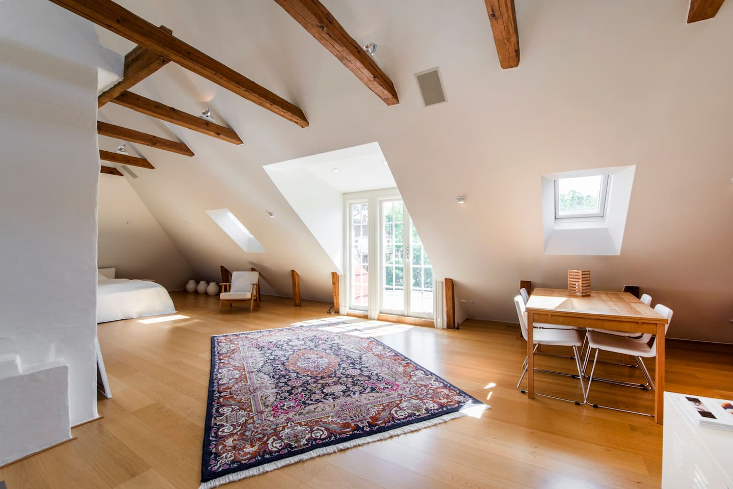 Large attic studio with 2 double beds, walk-in closet and roof-top private balcony