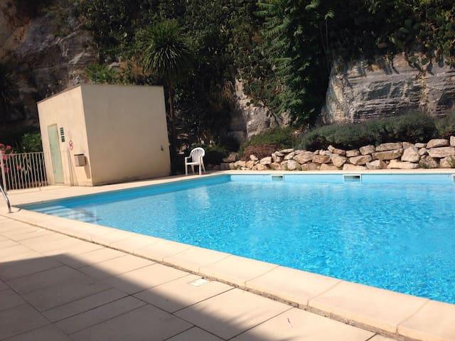 Beau T2, clim,centre, calme,piscine - Nîmes - Apto. en complejo residencial