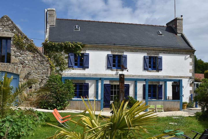 House full of charm with garden, 10mins from the Pointe du Raz, Île de Sein...