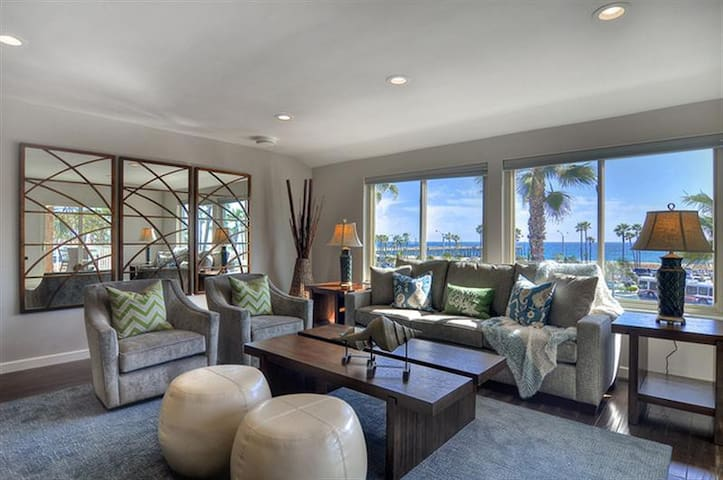 PENTHOUSE OCEANFRONT Remodeled 3BED CONDO Sleeps 9