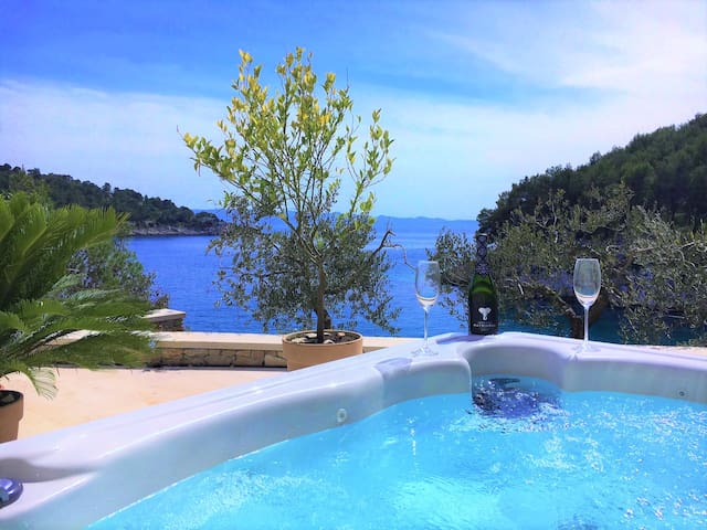 Stone Villa with Jacuzzi in front of Beach Brac