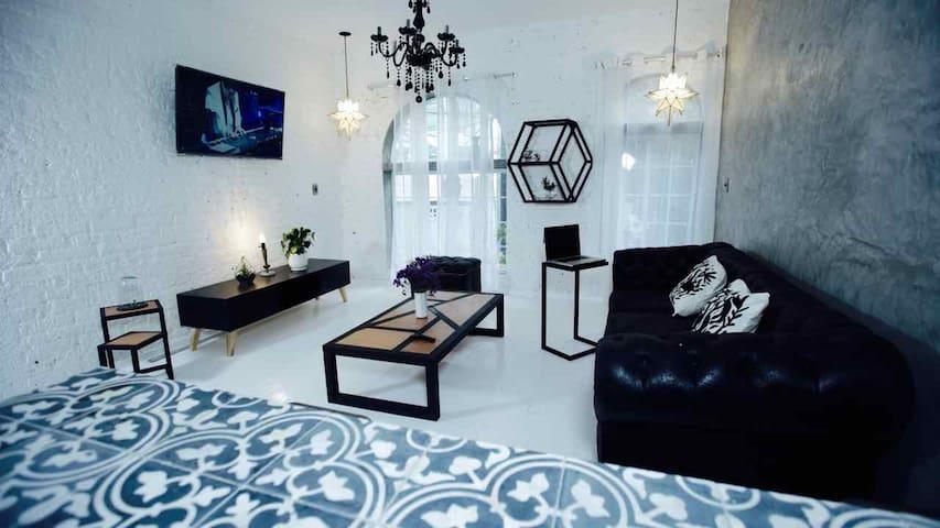 Clean Modern apartment in design district La Roma
