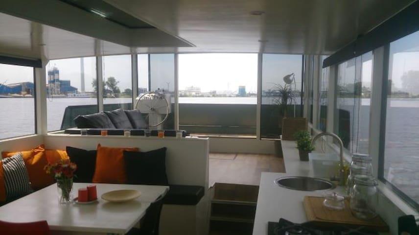 loft houseboat Amsterdam