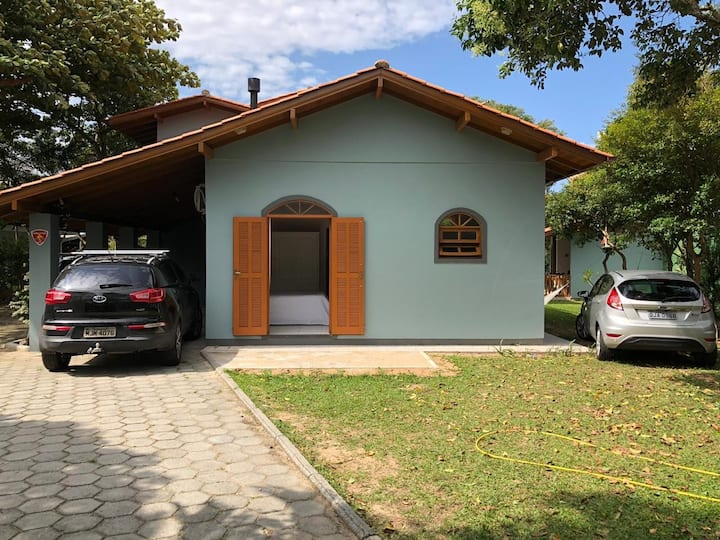 Suíte em linda casa na Barra da Lagoa