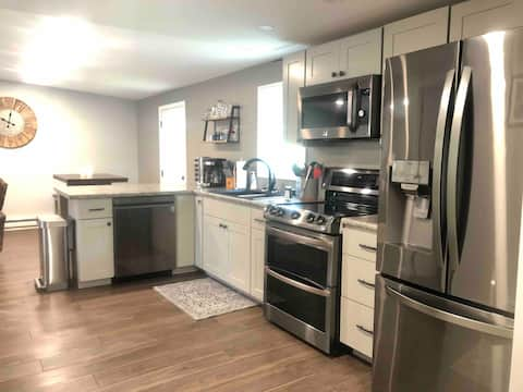 Comfortable 2 Bedroom, great location! #3 Malone