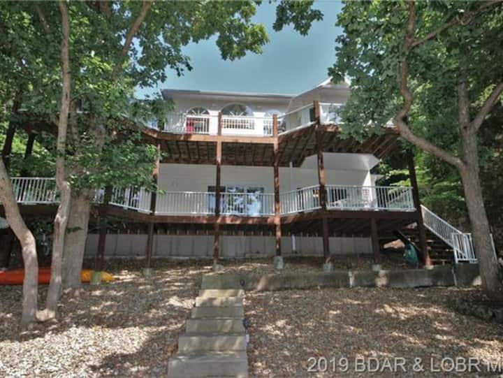 Lakefront Vacation Home-Dock-Cove-Sleeps 15-4 BR