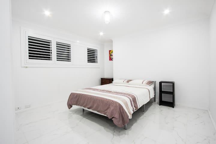 Modern & Cosy Killarney heights bedroom