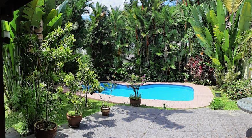 Weseekl - Jungle House & Swimming Pool