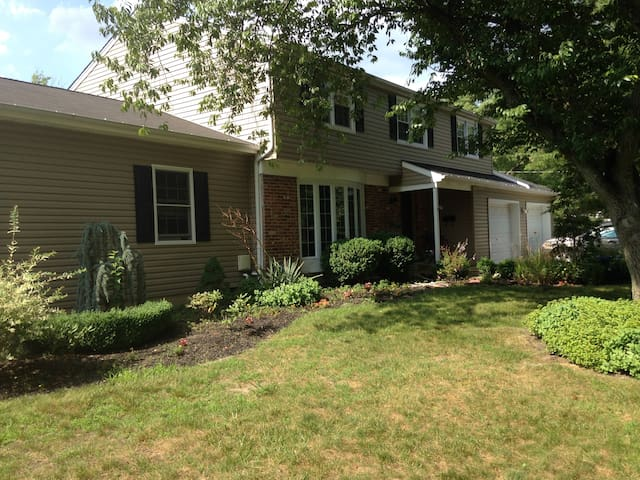 Enjoy the outdoors with large  4br home w/ firepit - Evesham Township - Haus