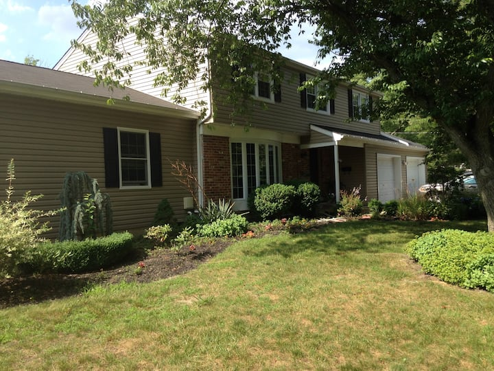 4 bedrooms and pool in Marlton NJ