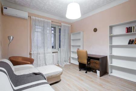 Историческая комната рядом с метро - Moskva - Huoneisto