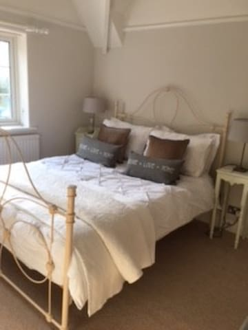Beautiful comfortable double room Free Parking