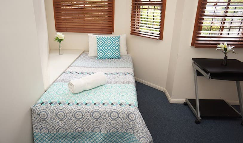 Single room with shared bathrooms - New Farm - House