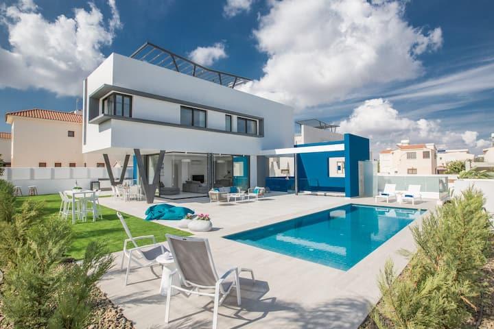 Villa Camille, Luxury 5BDR Protaras Centre Villa