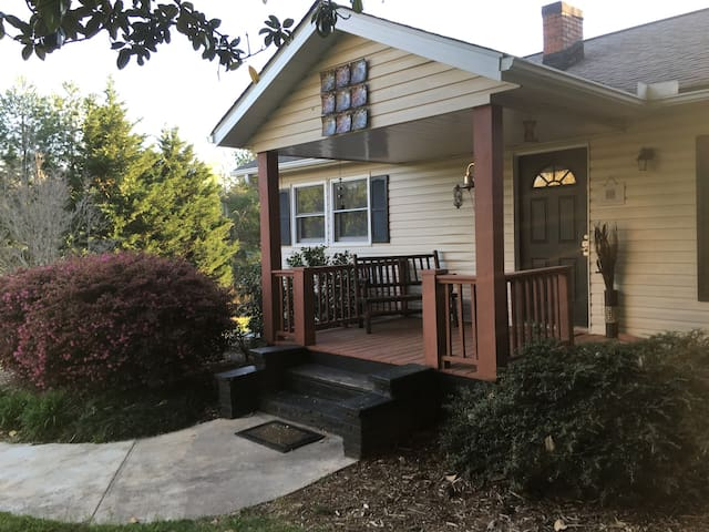 Adorable Cottage - Minutes to TIEC! - Rutherfordton - Hus