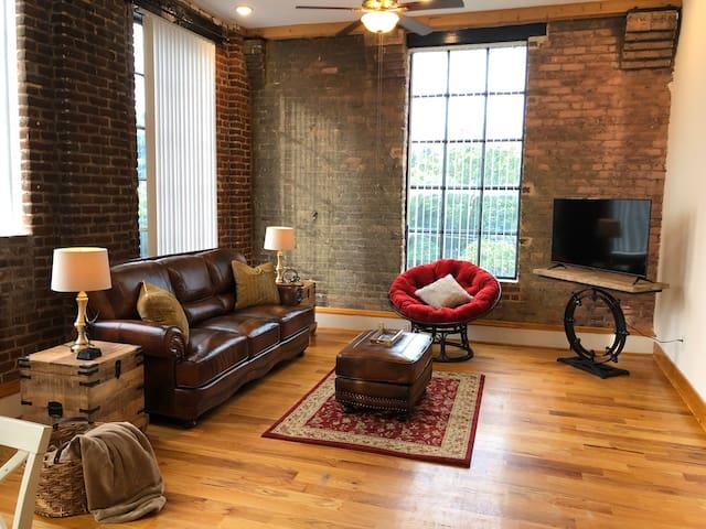 Downtown Lynchburg Loft with a Cozy Vibe!