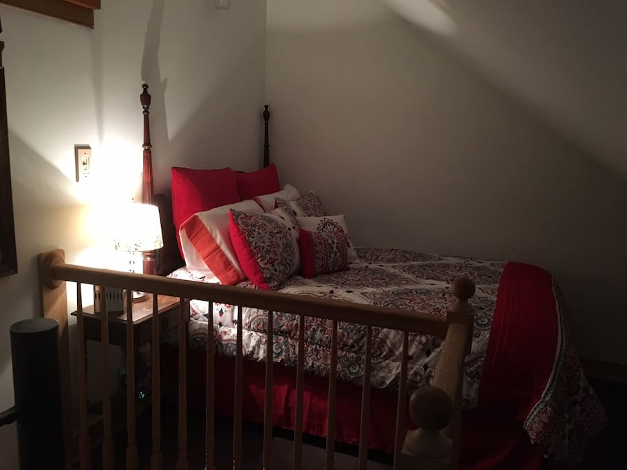 Bedroom (linens included)