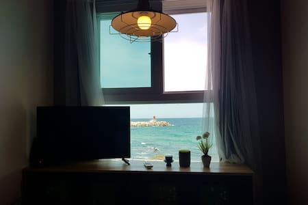 마젠타 202호.동해바다일출! 침대에서 만나는 호텔식 민박.사진보다예쁜숙소.
