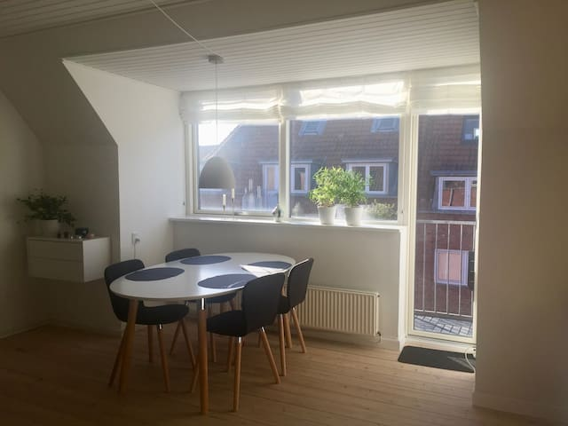 Light New Yorker apartment in Odense C - Odense - Pis