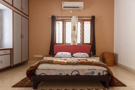 Koramangala: Lavish Private Room with Lounge - Bengaluru