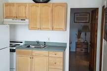 1 BDRM, FULL KITCHEN CONDO, 8th Street