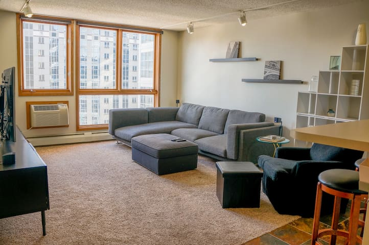 Downtown Condo 3 blocks from US Bank