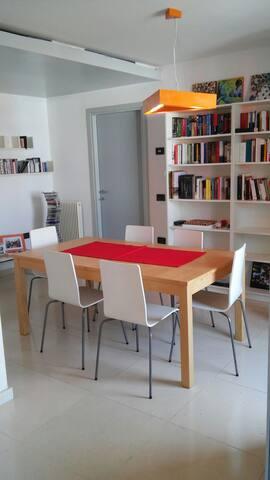 Comodo appartamento con mansarda - Olmi - Apartemen