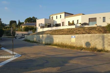 Piscine et villa tout confort - Nages-et-Solorgues, Occitanie, FR - Casa