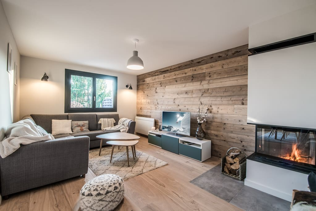 The cosy living room and fireplace