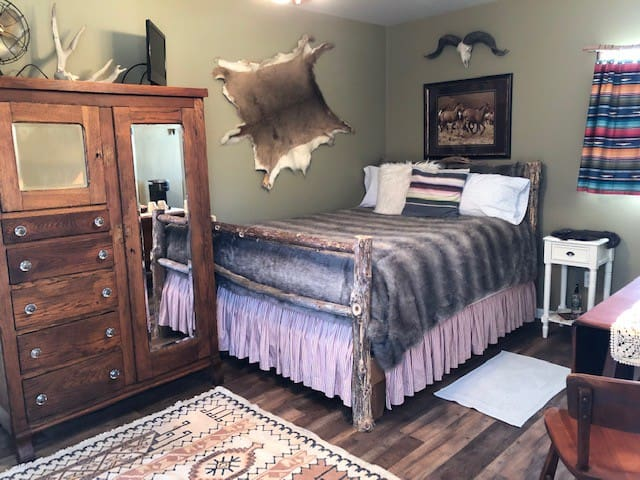 Snuggle in the plush cedar log double bed. Lavender linen spray for your use from  Long Row Lavender Farm. Wardrobe has  interesting books in it, as well as wine glasses, bottle opener,  and take home dessert containers. Extra blankets/pillows.