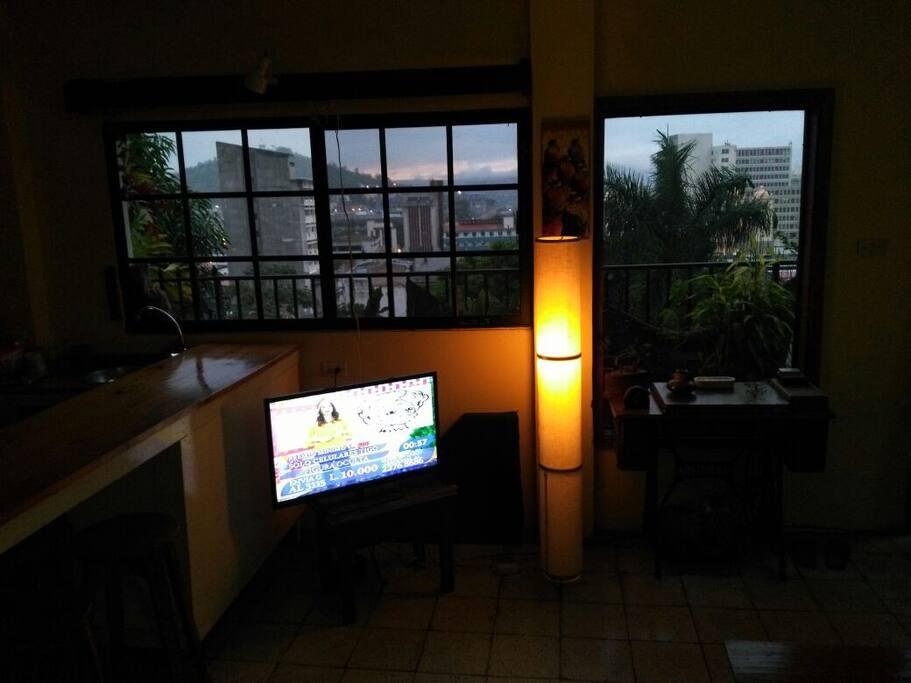 Esta foto muestra la vista nocturna.