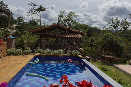casa de campo con servicio de piscina