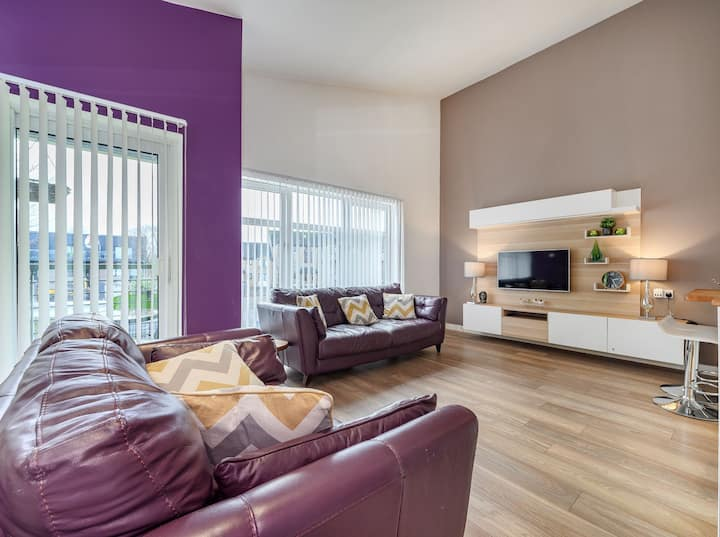 Exclusive 2 bed apartment with garden and private parking