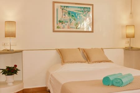 Brisas Doradas B&B & Wellness, Deluxe Poolside Room Nº4