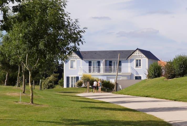 Maison lumineuse et cosy avec terrasse | Sur le terrain de golf!