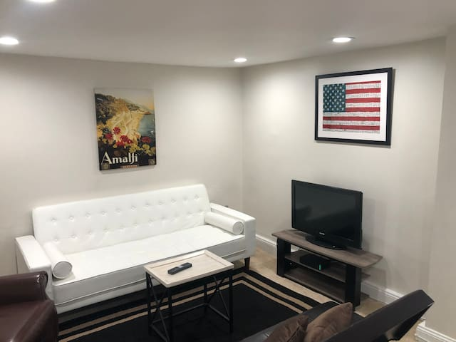 Downtown-2 BR/1 BA, In law suite- near convention