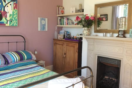 Central Village Location large sunny double room. - Hurstpierpoint - Dom