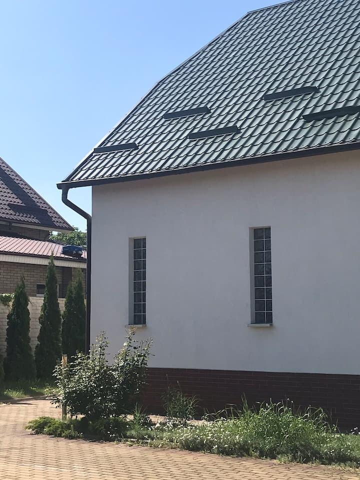 Комната в большом доме в тихом районе