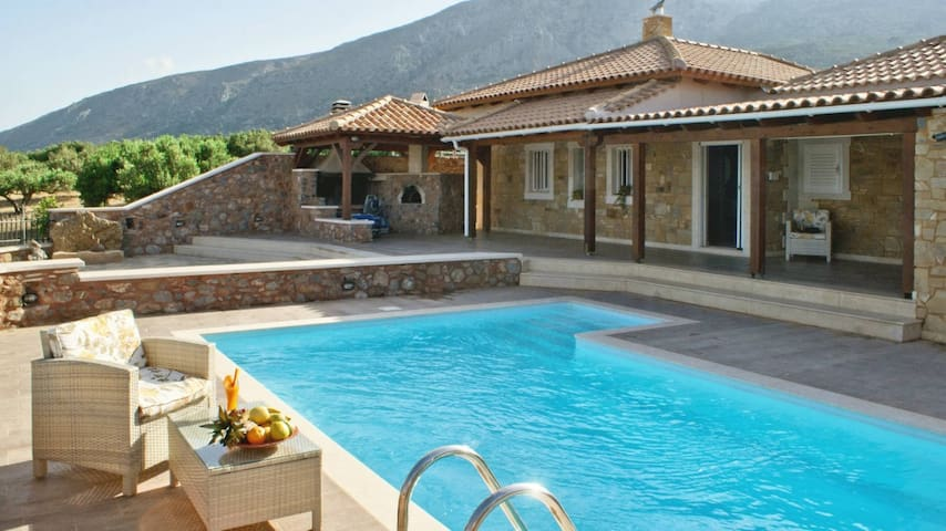 Family holiday villa with private pool, Lasithi - Itanos - Villa