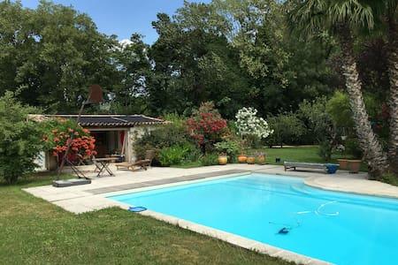 Villa avec piscine et grand jardin - Belgentier