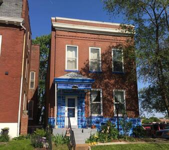 The Blue House off Cherokee Street. - St. Louis - Casa