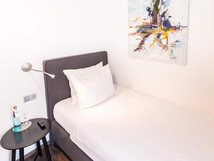 Hotel & Restaurant Kreuzblume, (Freiburg), Einzelzimmer mit Dusche/WC