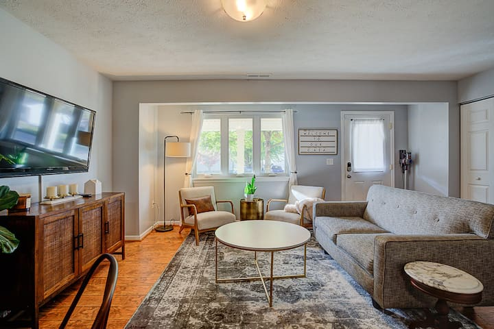 Clean & Cozy Cottage  - 1 Mile from I-675