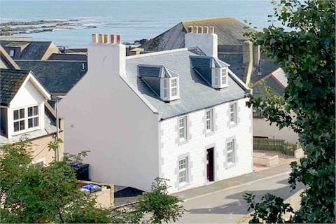 Beautiful Detached House, just metres from the sea
