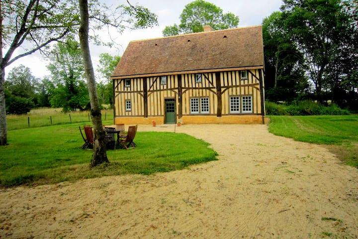 Acogedora casa de vacaciones en Loire con terraza privada