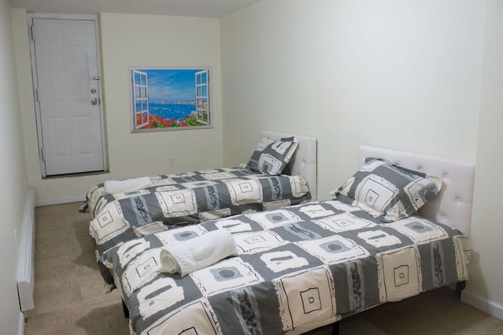4th Bedroom Two twin beds or one king