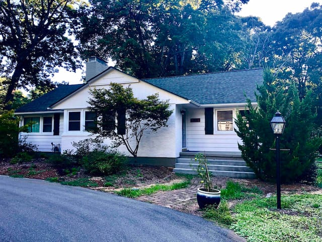 Great 2BR/2B house near WFU and Downtown WS!