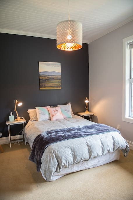 Queen size bed with electric blanket fitted for those cold nights, plus two extra blankets in the room - you'll be snug!