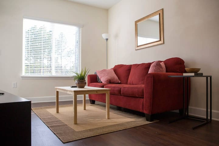 Relax in Comfort @ Hip Plaza Midwood